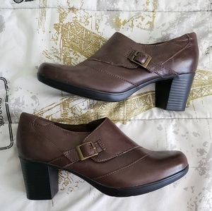 Clarks Brown Bendable Chunky Heel Size 7 NWOT